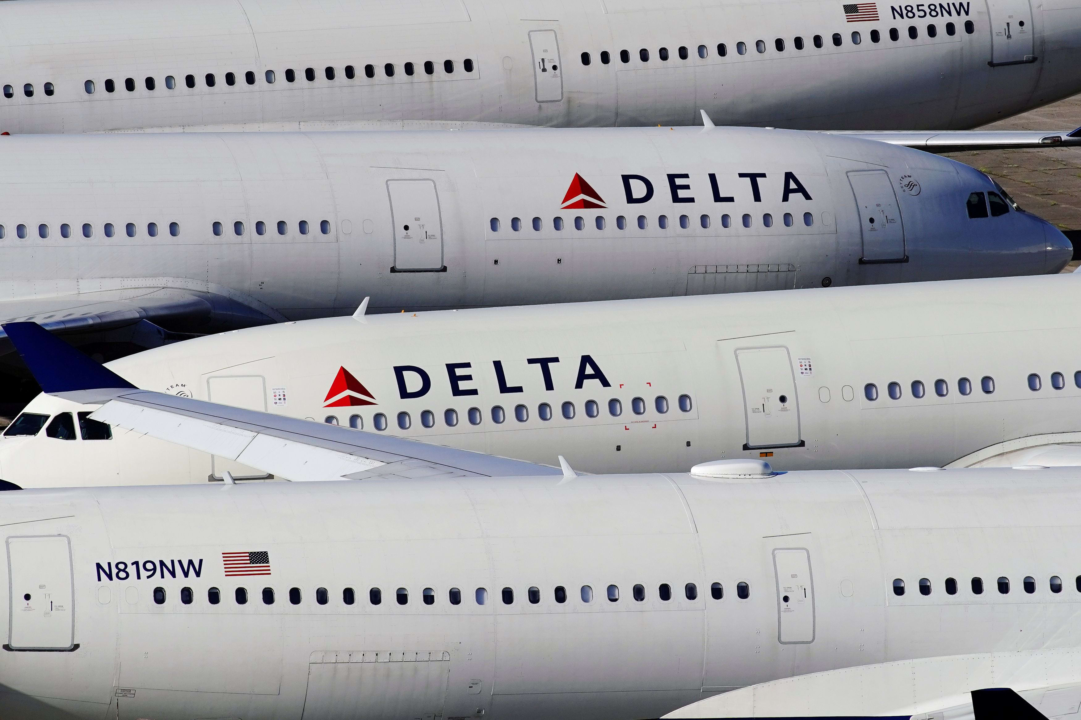 Delta to warn more than 2,500 pilots about possible furloughs, offers early retirement packages