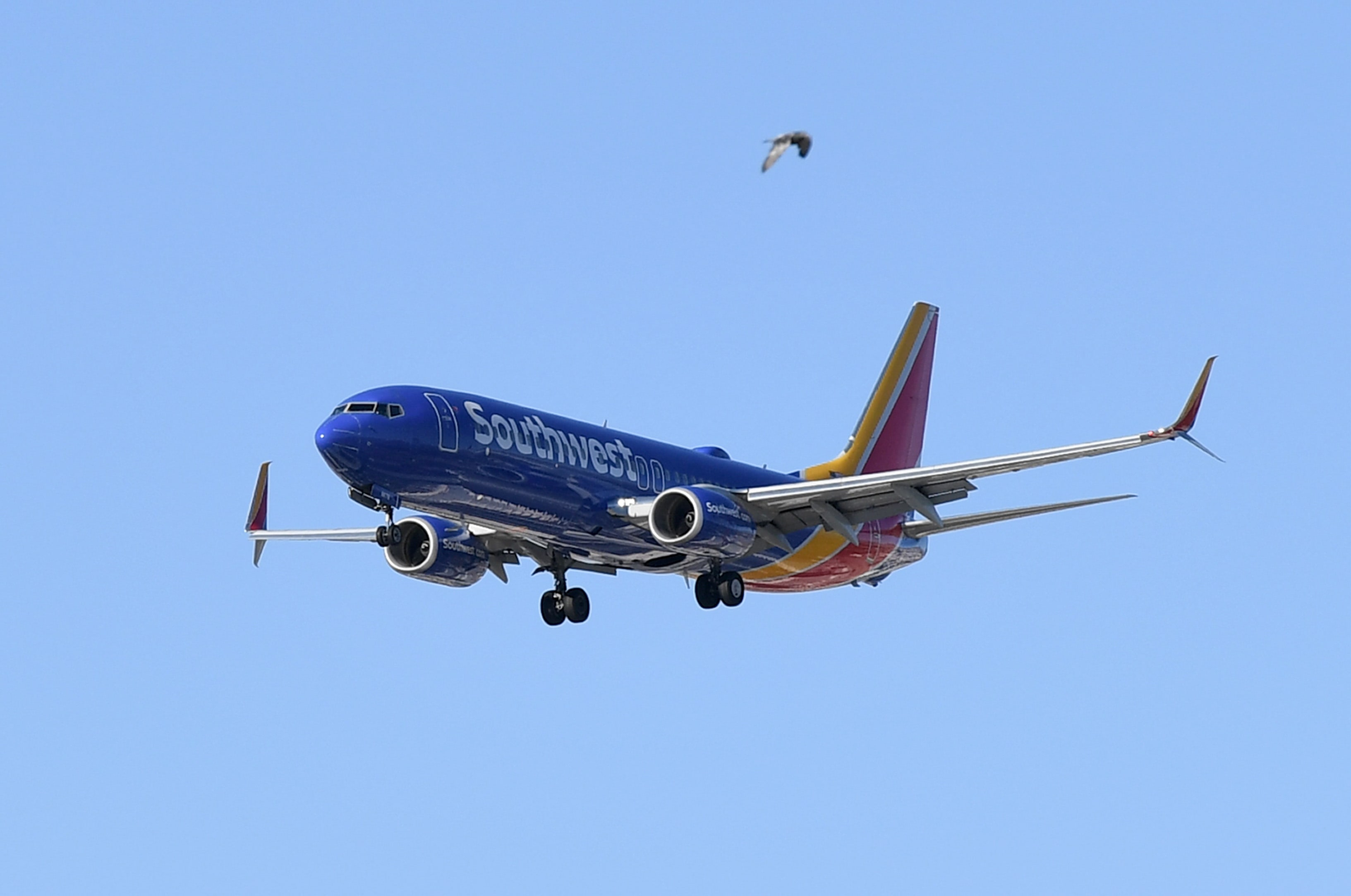 Southwest Airlines trims cash burn, will keep middle seats open through November